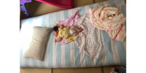娘がシングルの布団で寝ている